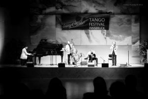 Show-Veliz- Giachello, Congress002
